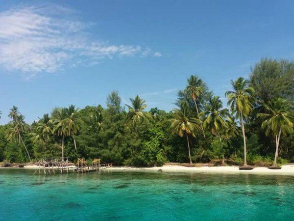 Destinasi Wisata Di Pantai Tebeabul Desa Bakalan Bangkep Infodesa Id Portal Berita Desa